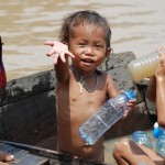 tonle-sap-children-water4-685x1024